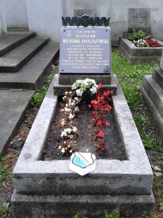 Grób gen.Bolesława Wienawy-Długoszowskiego na cmentarzu Rakowickim w Krakowie