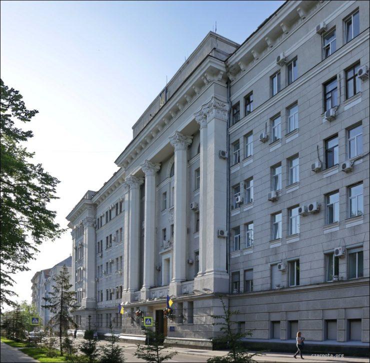 Budynek dawnego wiezienia NKWD w Charkowie, w którego piwnicach mordowano polskich oficerów z obozu w Starobielsku. (czarnota.org)