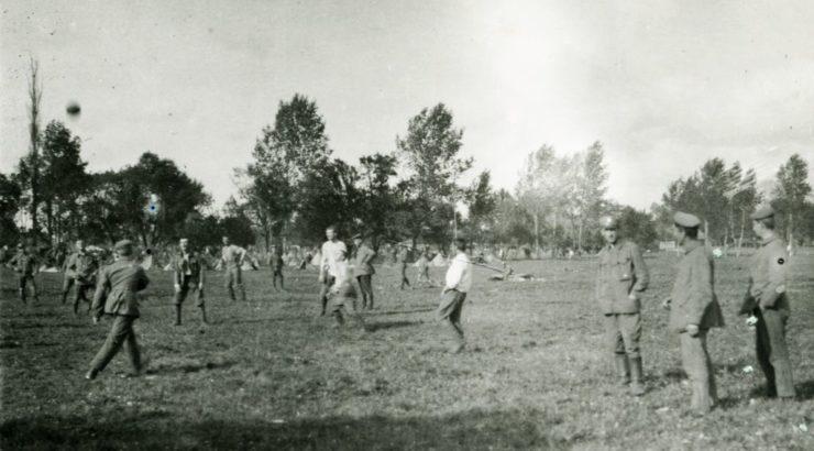 Według archiwistów z CAW mecz piłkarski piłkarzy I Brygady z drużyną Bawarczyków został rozegrany w Powursku w sierpniu 1916 r.