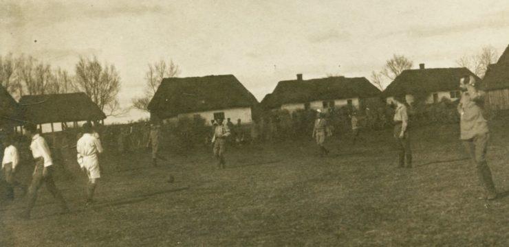 Mecz pomiędzy Artylerią a Sztabem I Brygady rozegrany w Mierzwinie w marcu 1915 r.
