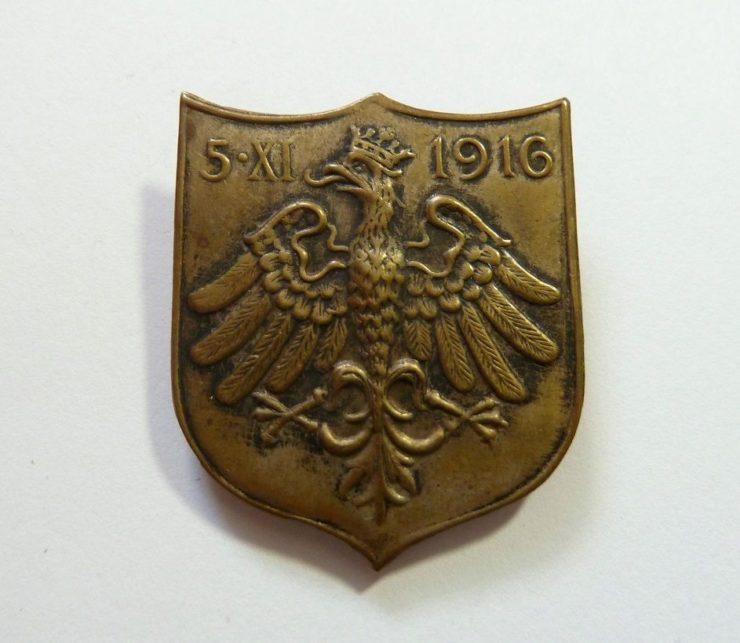 Odznaka pamiątkowa wydana przez Naczelny Komitet Narodowy z okazji proklamacji niepodległości Polski