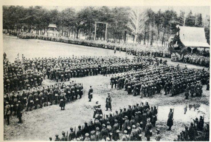 Chwila odczytania treści Aktu 5 listopada odbyła się zarówno w Warszawie na Zamku Królewskim, w Lublinie oraz przed pułkami legionowymi w Baranowiczach. Tu o niepodległej Polsce mówił do żołnierzy Józef Haller