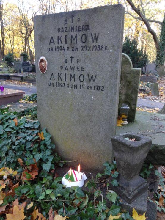 Paweł Akimow był żołnierzem 1 Dywizji Pancernej gen. Maczka, ciężko rannym podczas kampanii w Niderlandach. Odznaczono go za ratowanie życia kolegów z Dywizji pod ogniem nieprzyjacielskim.