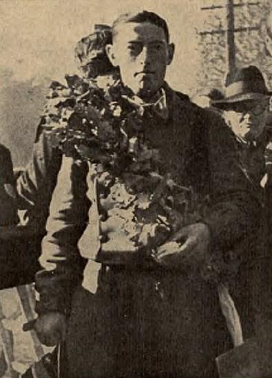 por. Michał Nahorski zawodnik Centrum Wyszkolenia Broni Pancernych z Modlina, zdobywca Grand Prix Polski 1938 w kategorii Junior 250 ccm. Po wojnie dwukrotny Mistrz Polski w rajdach samochodowych. Zginął tragicznie w 1959 r. w Chęcinach jadąc na Rajd Adriatyku.